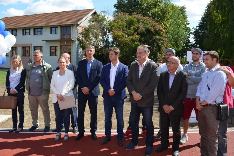 Нови спортски терени за развој спорта у Aпатину