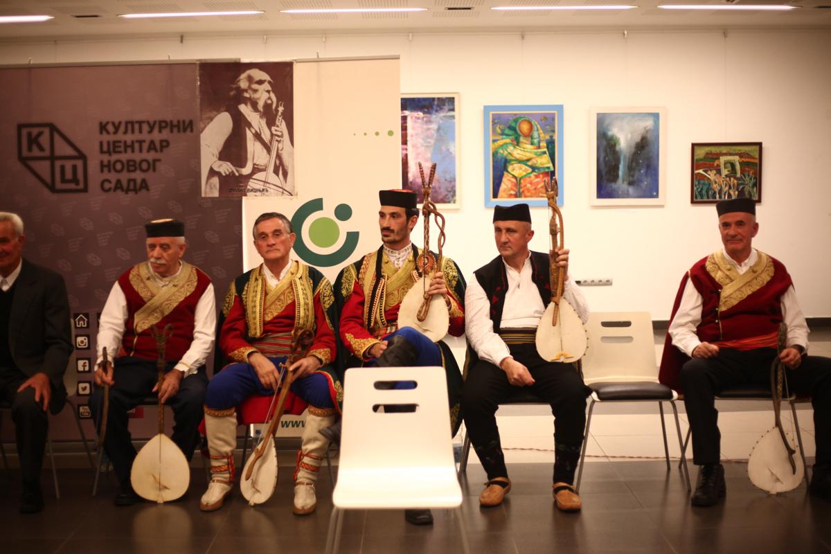 Tribina mladih pretesna za sve građane koji su želeli da uživaju u guslarskoj večeri