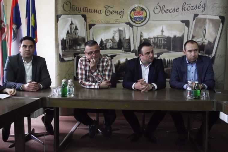 Састанак у Бечеју  на тему закупа државног пољопривредног земљишта