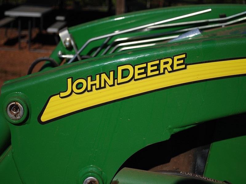 Пољопривреднoм факултету  трактор John Deere уз помоћ Покрајине