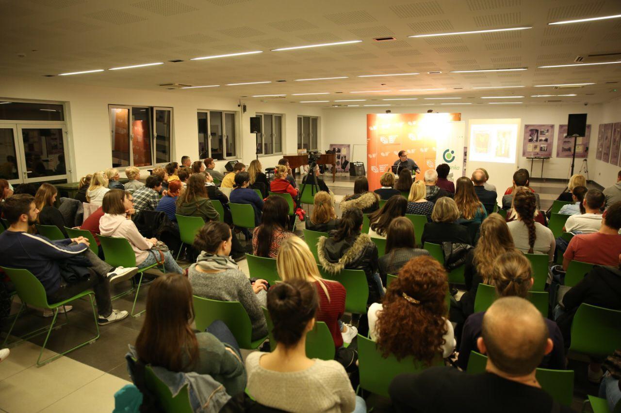 KCNS – puna sala na predavanju dr Stojkovskog o znamenitim ženama