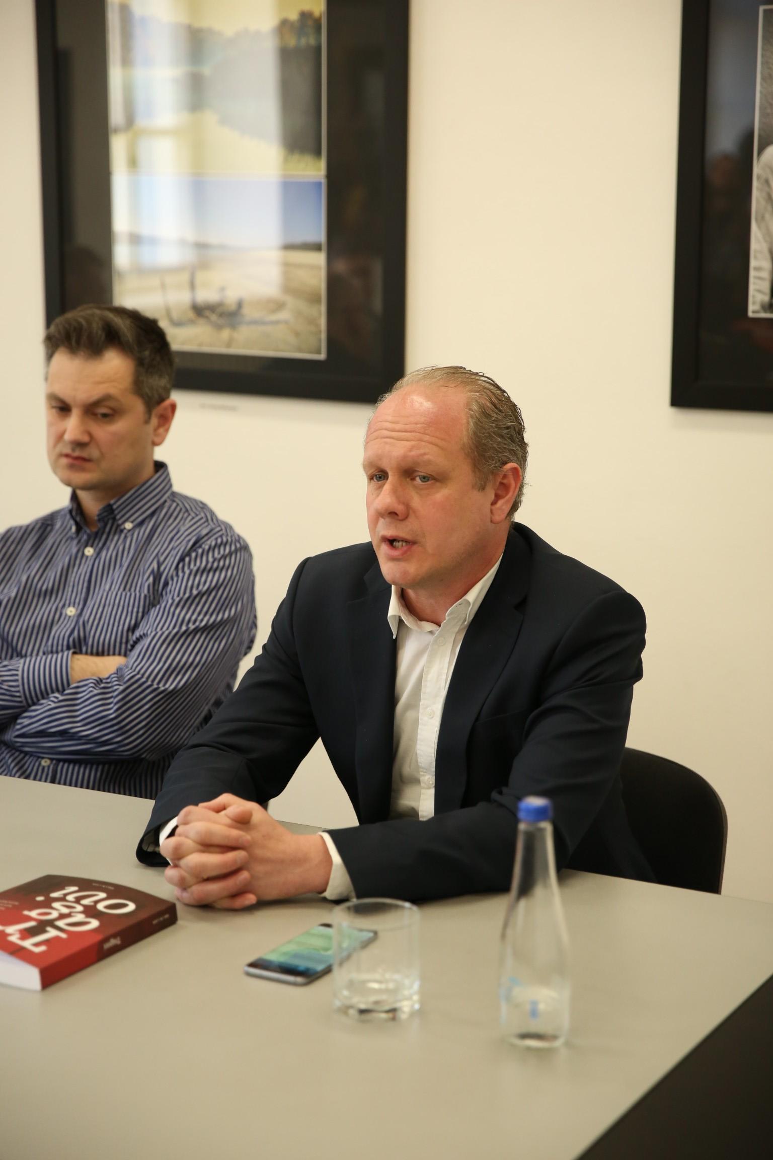 """Direktor KCNS na promociji časopisa """"Tragovi"""" u Arhivu Vojvodine"""