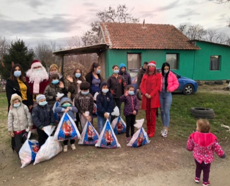 POKLONI ZA ROMSKU DECU Praznični pokloni za 730 romska mališana